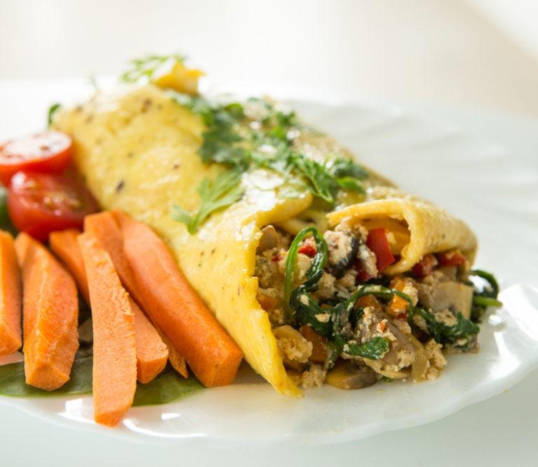 Omleto suktinukas su daržovėmis ir sūriu