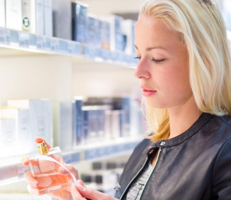 Kaip išsirinkti sau tinkamą kvepalų aromatą?