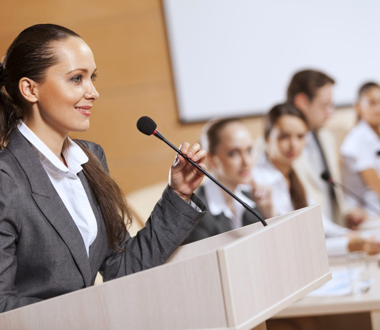 9 lengvai įgyvendinami patarimai, padėsiantys sklandžiai kalbėti prieš auditoriją