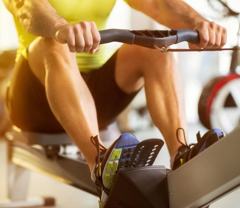 8 patarimai, padėsiantys pilnoje sporto salėje atlikti efektyvią treniruotę