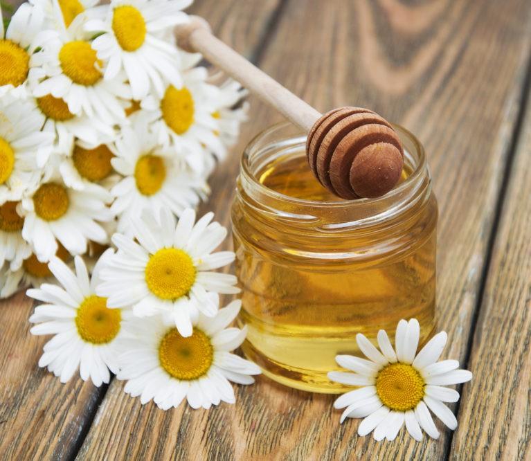 Natūralus prausiklis odos skaistumui iš ramunėlių ir medaus