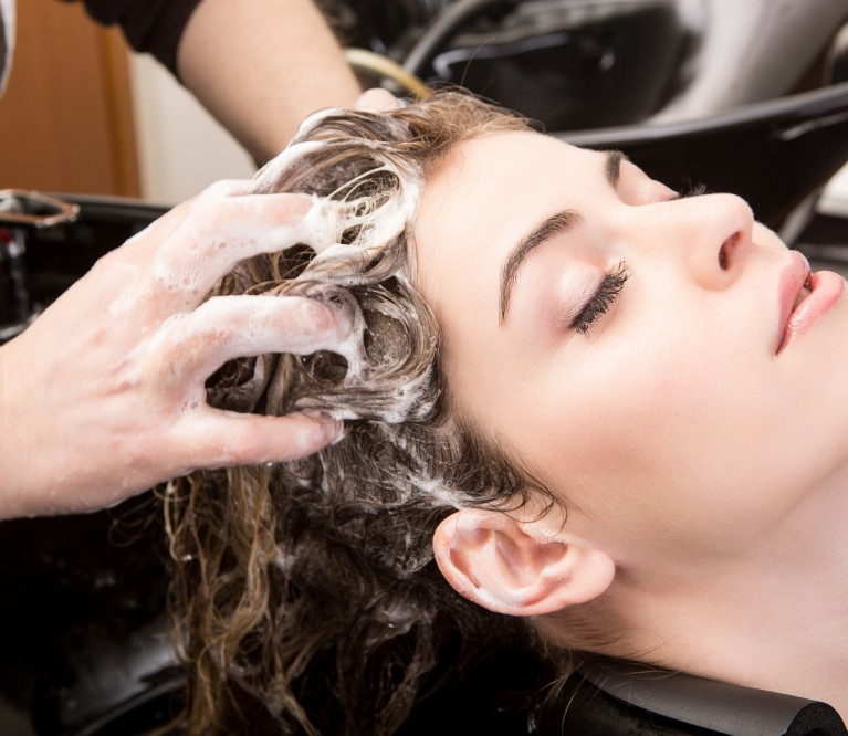 Plaukų plovimas tik kondicionieriumi