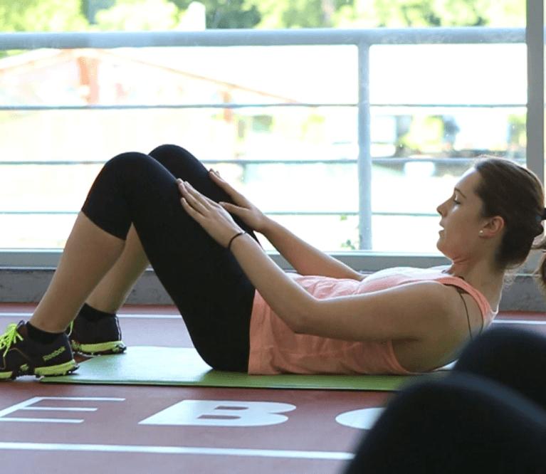Video treniruotė: 6 pratimai tvirtam pilvo presui ir nugarai