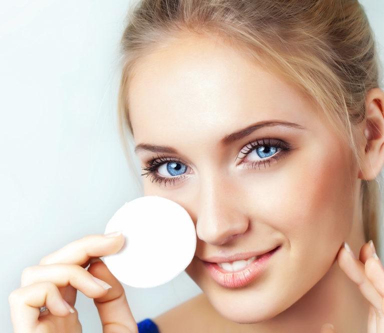 Kaip taisyklingai nuvalyti akių makiažą?