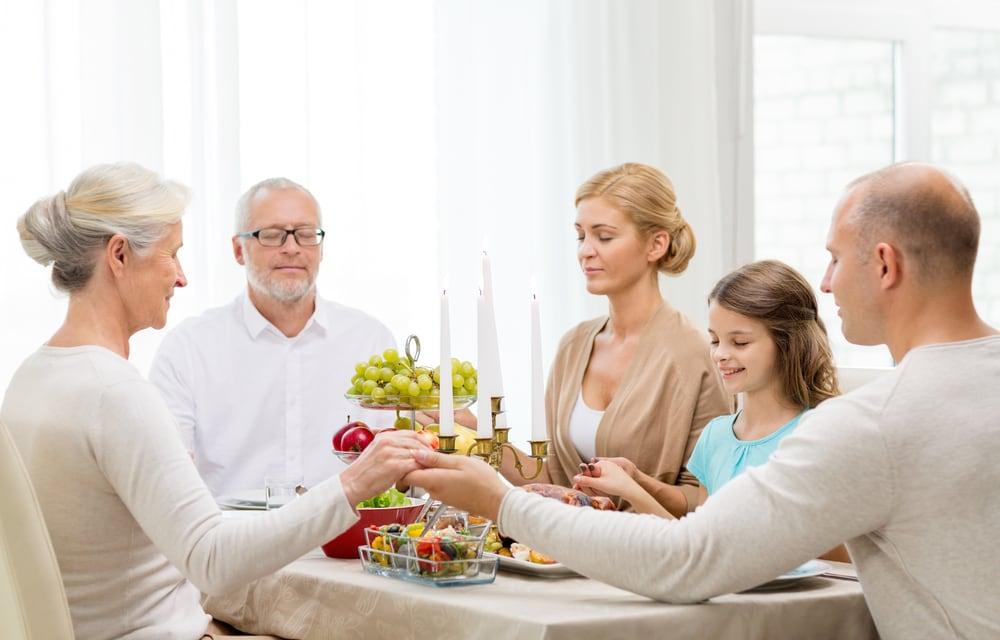Norite prailginti savo tėvų gyvenimą? Pakvieskite juos į svečius!
