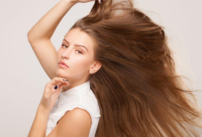 Keratinas odai ir plaukams: kuo jis naudingas ir kokias priemones rinktis?