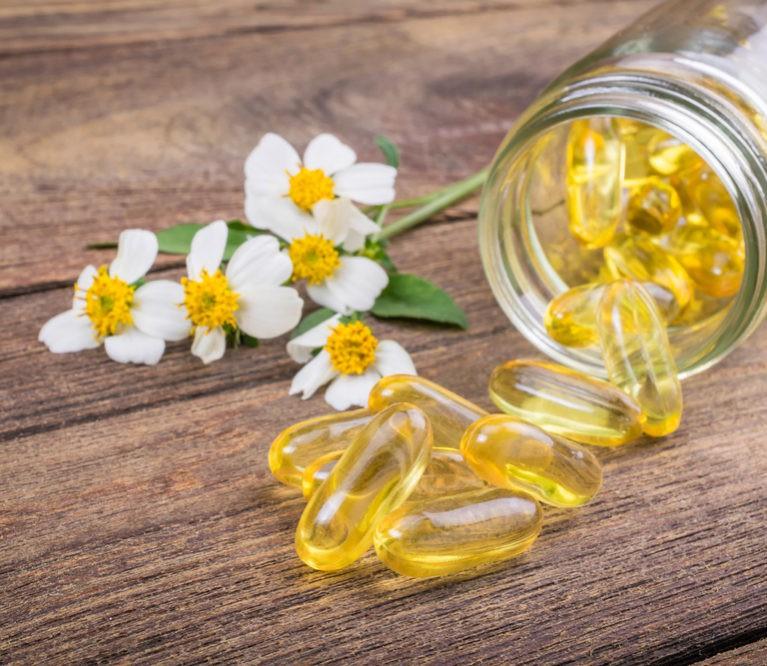 Nakvišų aliejus: kuo dar naudinga hormonus reguliuojanti ir širdį stiprinanti priemonė?