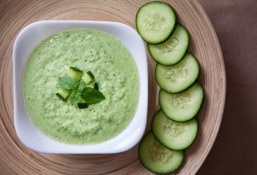 Šalta agurkų ir avokadų sriuba