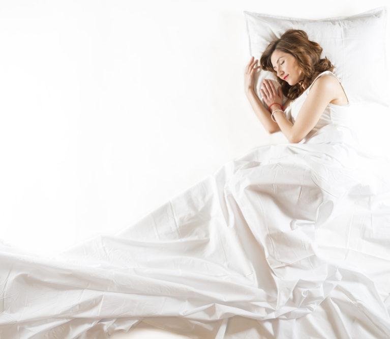 7 praktiški patarimai padės karštą naktį miegoti vėsiau