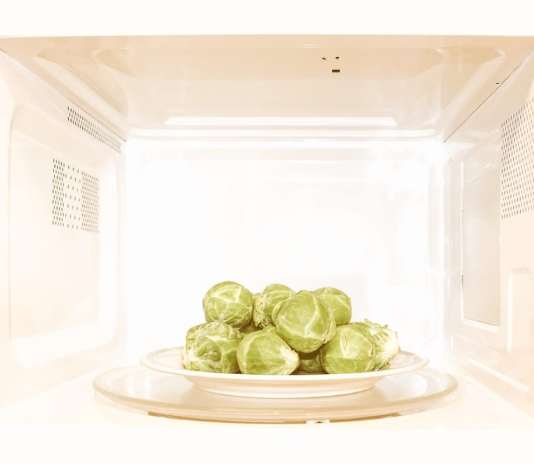 Mitai ir faktai apie maisto šildymą mikrobangų krosnelėje