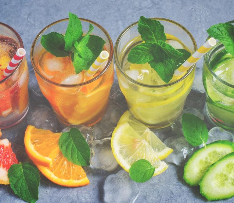 Kas sakė, kad vandenį gerti nuobodu? 7 skaniausi vaisinio vandens receptai!