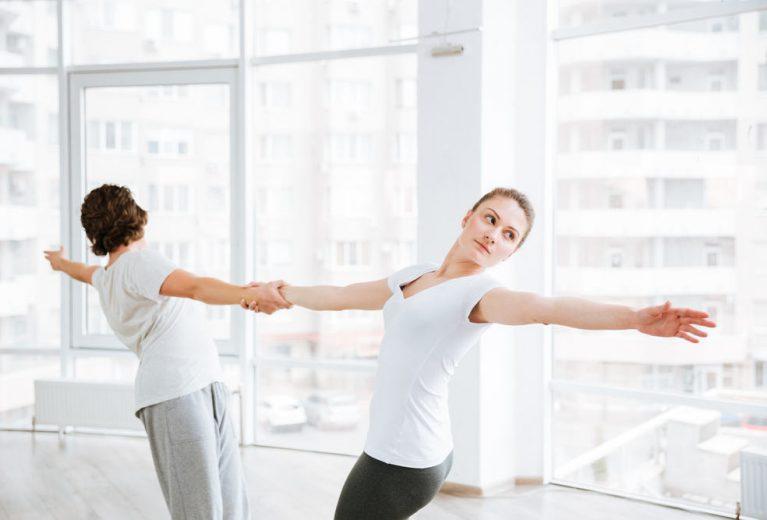 6 pratimai poroje: atlikite su geriausia drauge arba mylimuoju