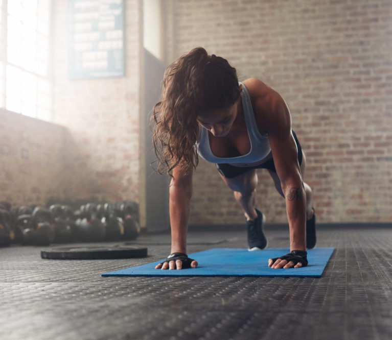 5 geriausi pratimai atliekami savo kūno svoriu – nereikia jokio inventoriaus!