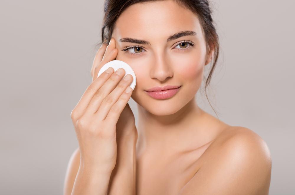 Micelinis vanduo: kodėl jį rekomenduoja kiekvienas kosmetologas?