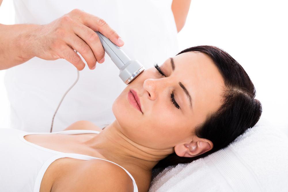 Atrodyk 10 metų jaunesnė! 5 dažniausias odos problemas padės išspręsti šios procedūros
